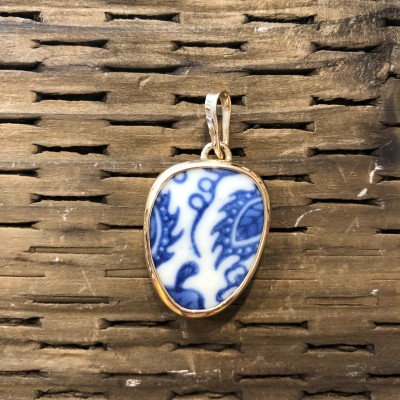 INTUITION CHANEY PENDANT