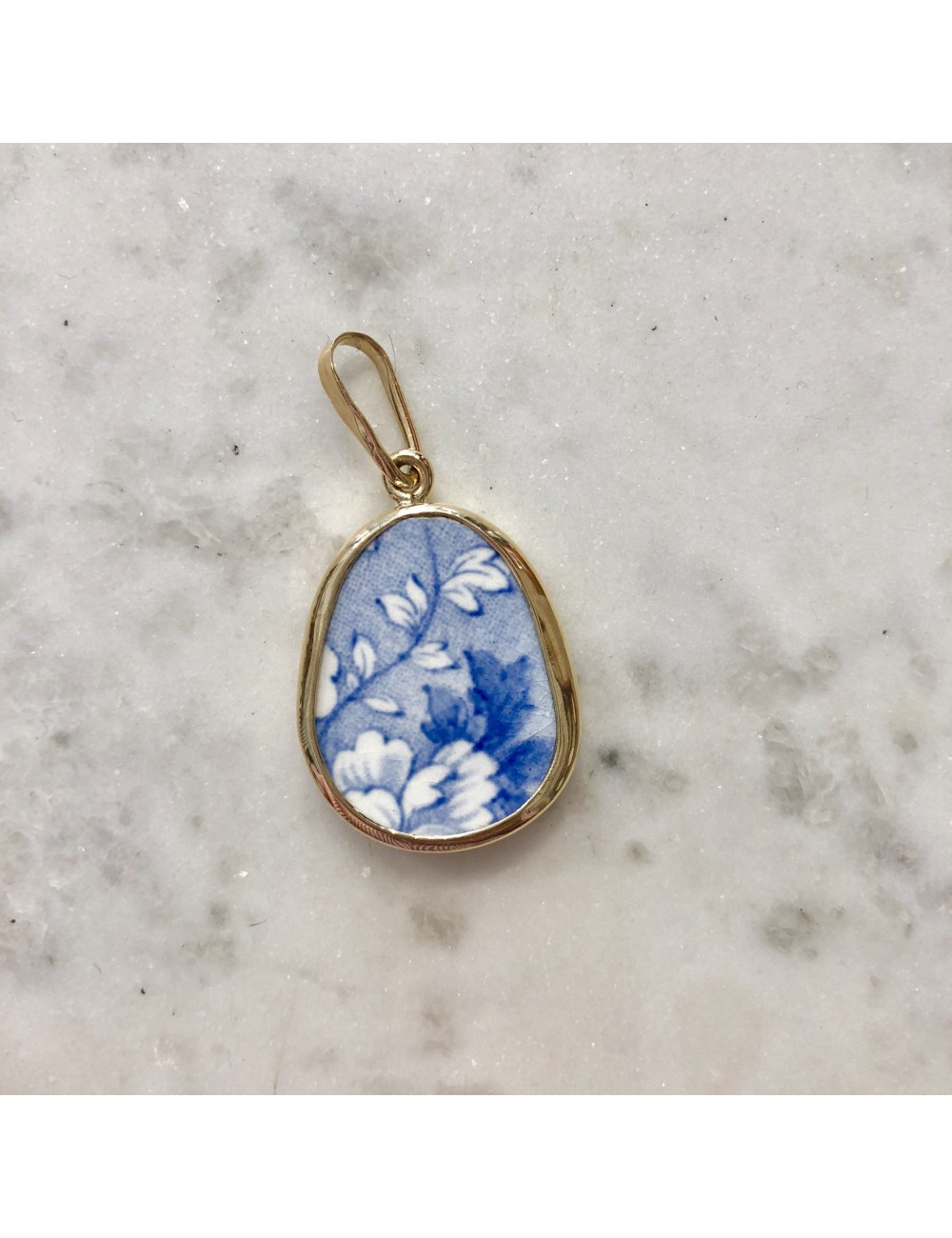 FLORA VINA CHANEY PENDANT