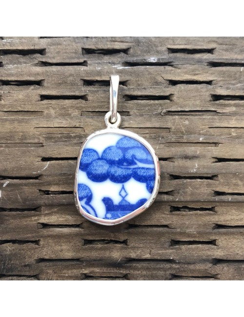 Blue Willow Chaney Pendant