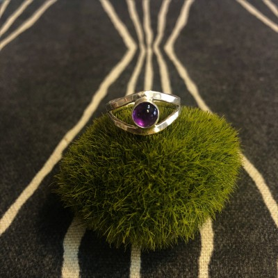 AMETHYST SPLIT SHANK RING
