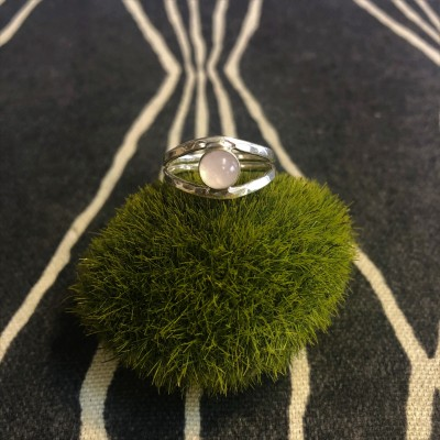 Rose Quartz Split Shank Ring