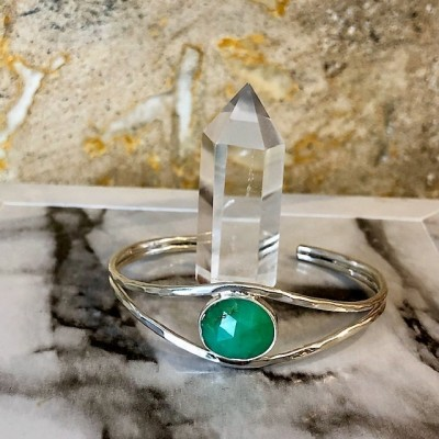 SPLIT ROSE CUT CHRYSOPRASE CUFF